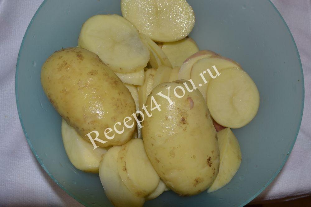 Жареная картошка с курицей на сковороде