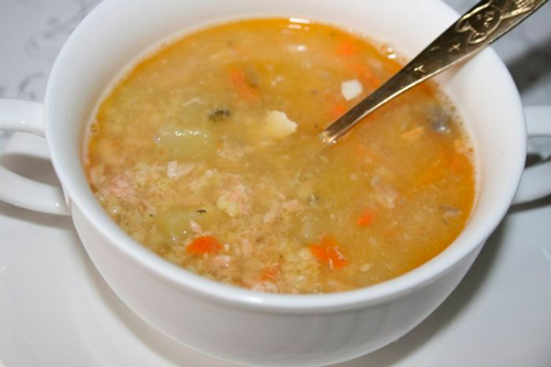 Рецепт рыбного супа из консервов горбуши с пшеном