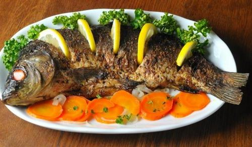 Запеченная рыба сазан