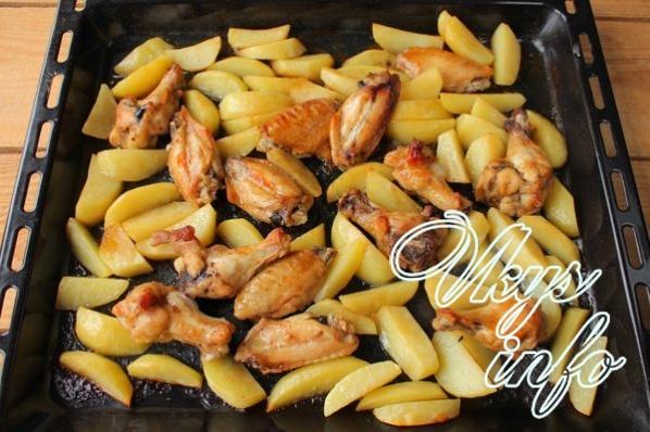 Рецепт приготовления куриных крылышек с картошкой в духовке 3
