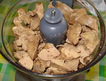 Паштет из куриных сердечек и печени - рецепт пошаговый с фото