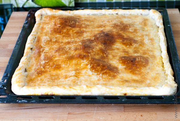 Пирог из бездрожжевого слоеного теста с курицей рецепт пошагово