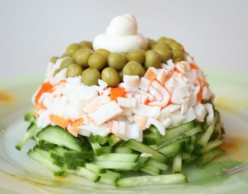 простой салат с горошком