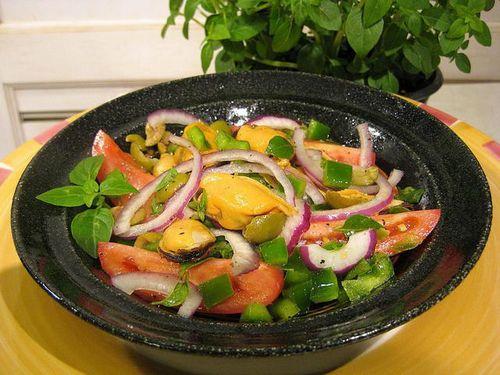 Салат из консервированных мидий все варианты