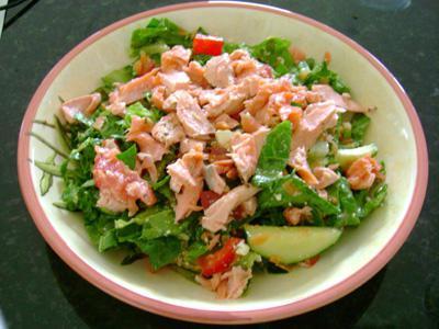 Салаты из консервированного лосося рецепты