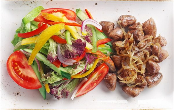 Жареные куриные сердца с луком фото рецепт