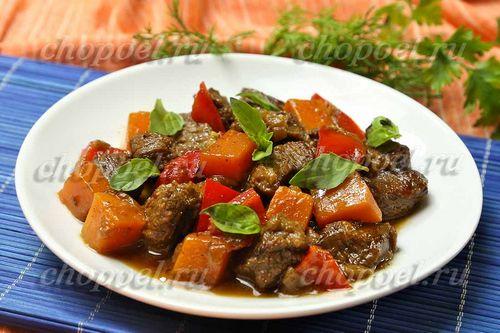 Тушеное соевое мясо с овощами